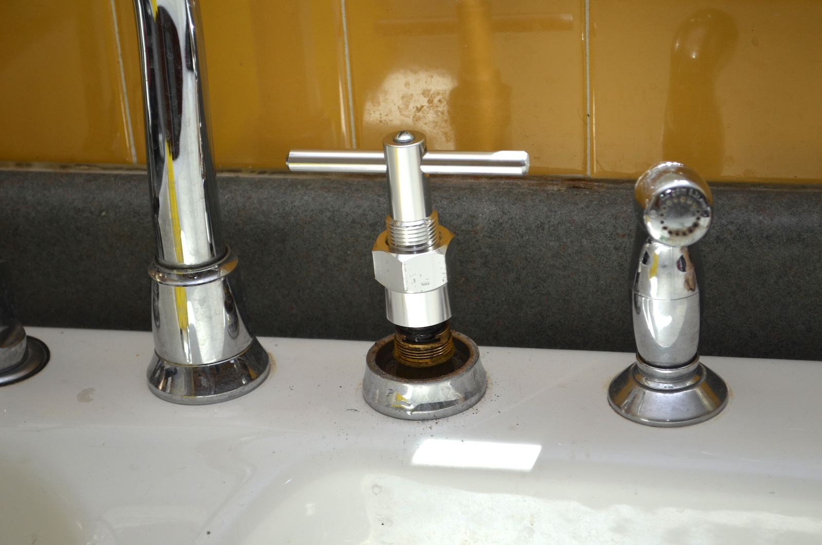 Kitchen Faucet Won T Rotate